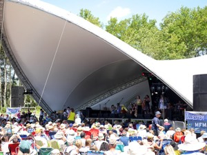 Manitoba Workshop at the Winnipeg Folk Festival, July 2014 (Photo: Sean McManus)